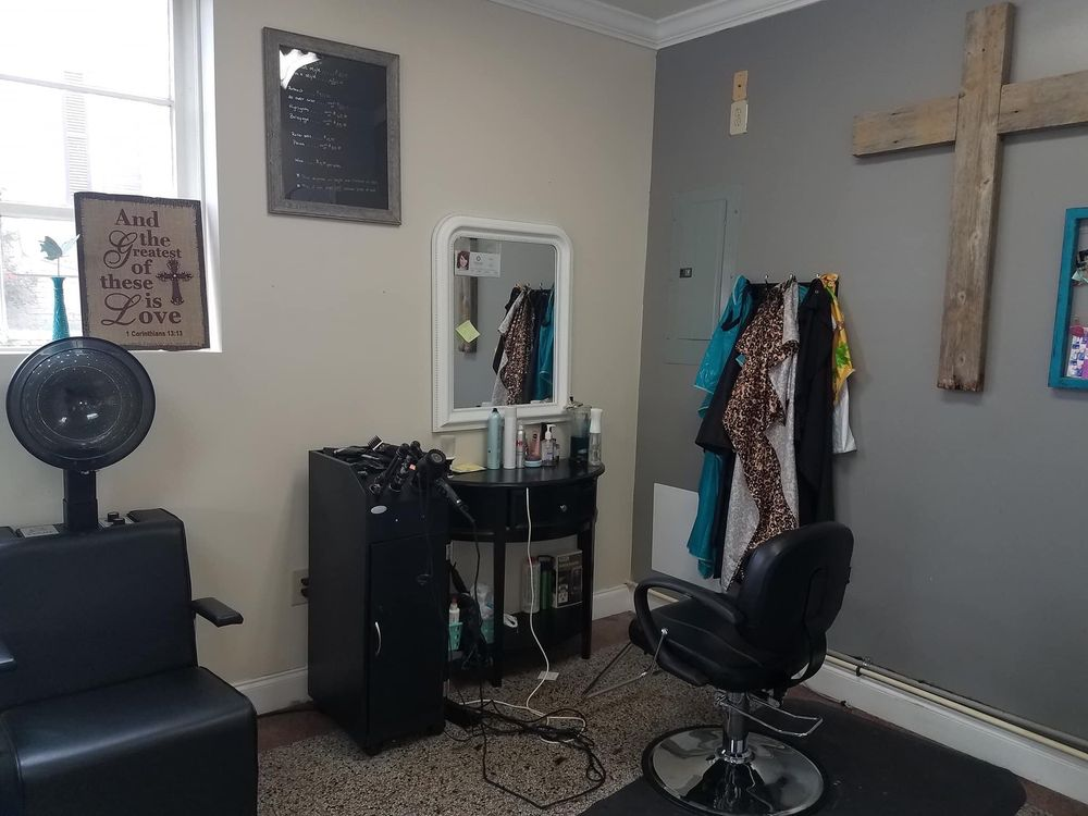 Southern Roots Salon: 114 N 1st St, Harlan, KY