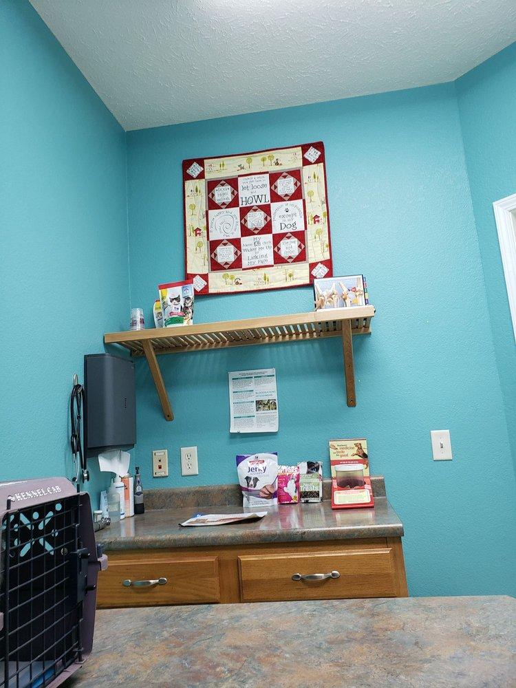Animal Clinic of the Ozarks: 27 Mc 7088, Flippin, AR