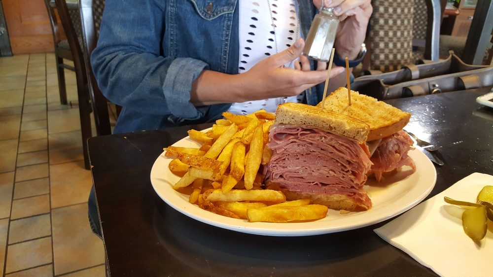 Mo's Family Restaurant: 467 Speers Road, Oakville, ON