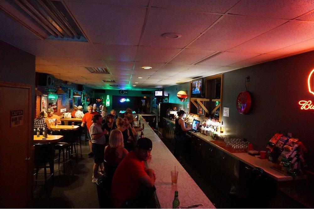 Hideaway Lounge: 34 Diamond Ct SE, Massillon, OH