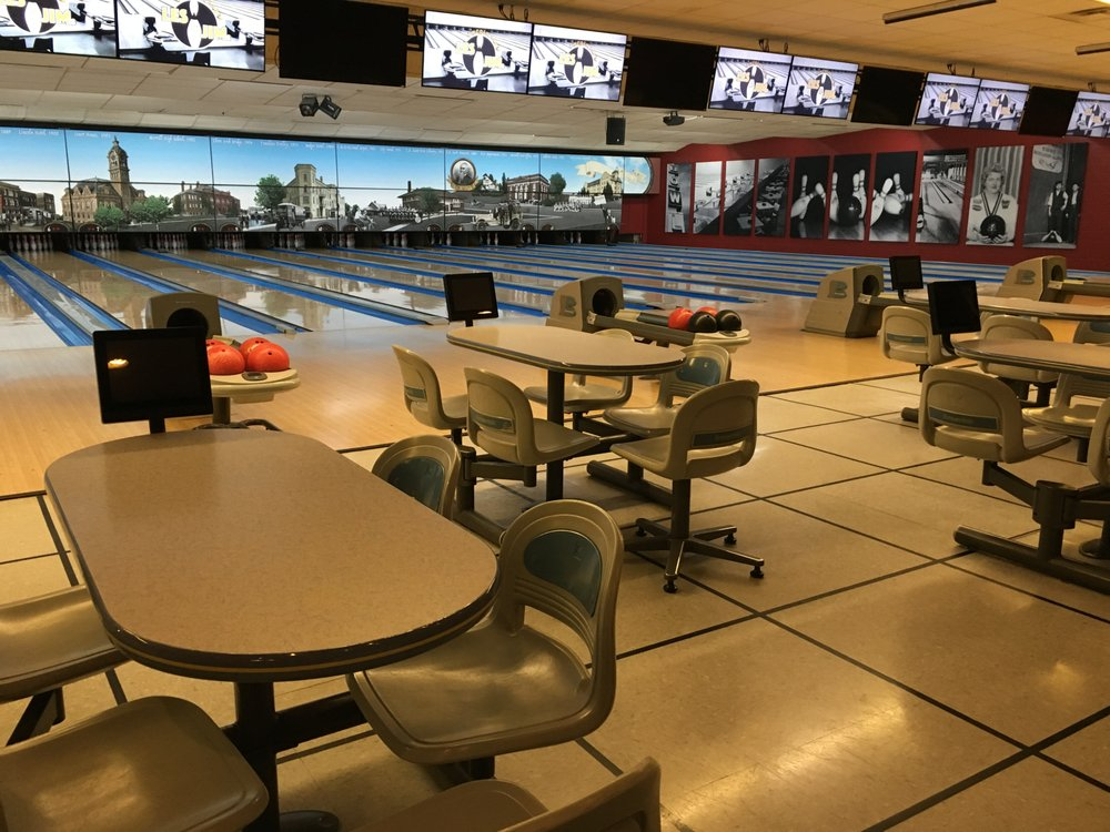 Les & Jim's Lincoln Lanes: 1208 N Center Ave, Merrill, WI