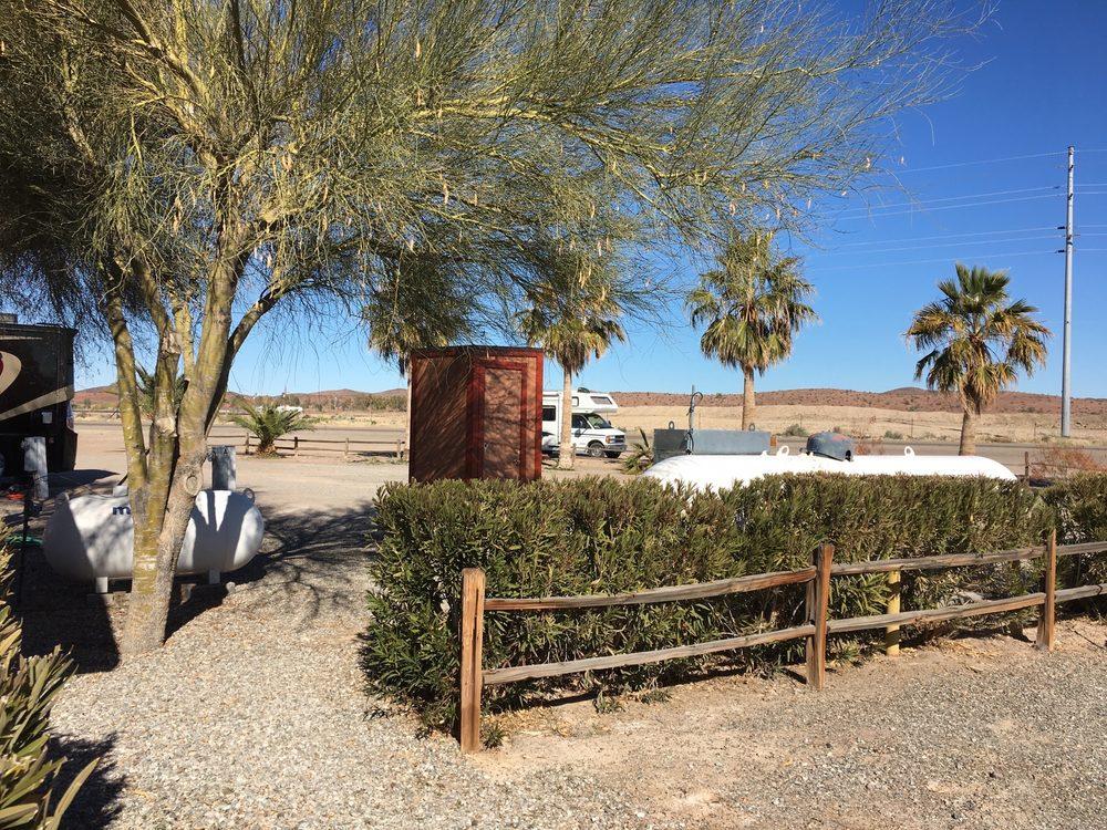 Desert Pueblo Rv Resort: 28726 Hwy 72, Bouse, AZ