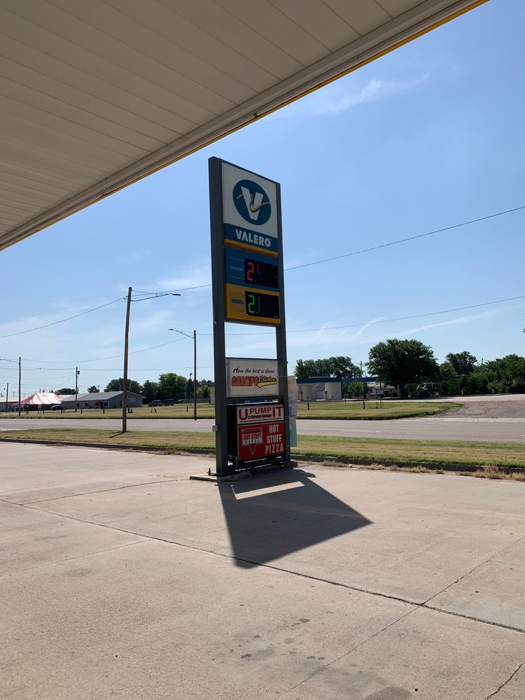 U-Pump IT Corner Store: 220 E Santa Fe Trail Blvd, Lakin, KS