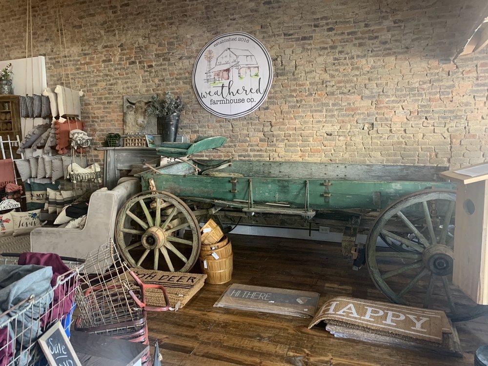 Weathered Farmhouse: 221 W Commerce St, Lewisburg, TN