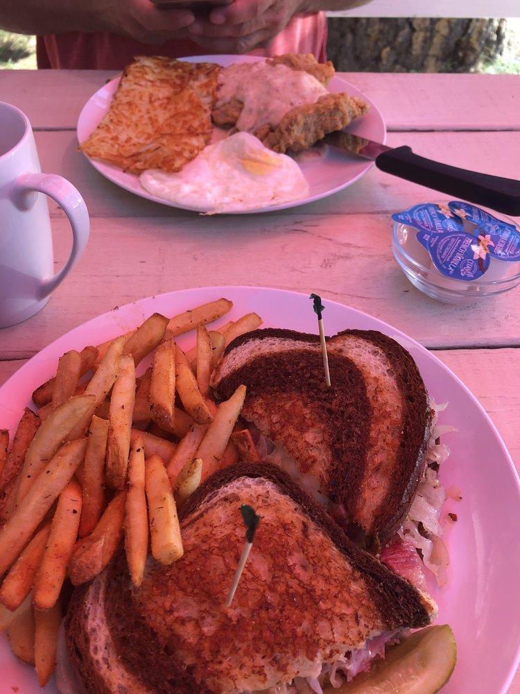 Pine Cone Cafe: 24556 Hwy 108, Mi-Wuk Village, CA