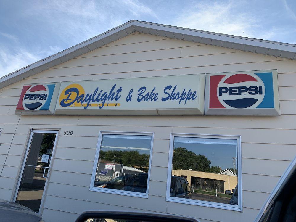 Daylight Donuts: 900 N Main St, Mitchell, SD