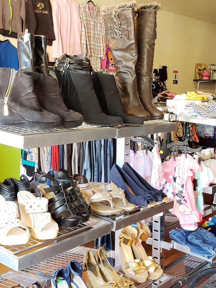Livingston Community Thrift Shop: 737 Main St, Livingston, CA