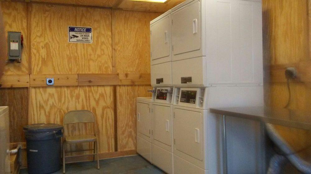 Berdan Laundromat: 5734 Co Rd 27B, Odem, TX