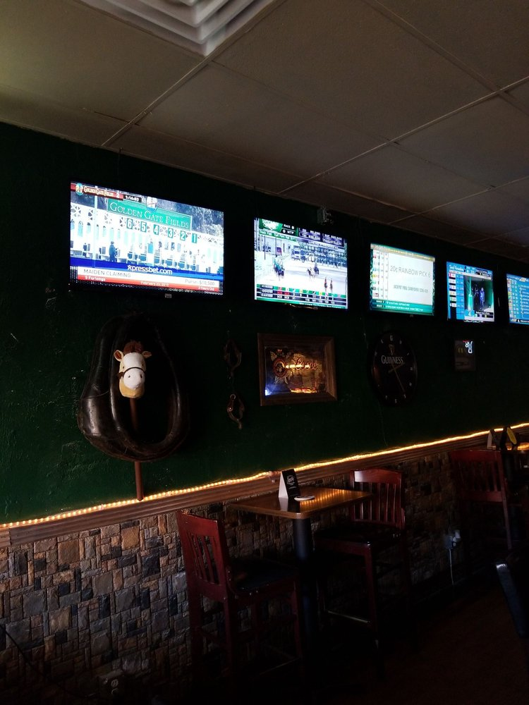 Farleys Pub: 230 N Broad St, Globe, AZ
