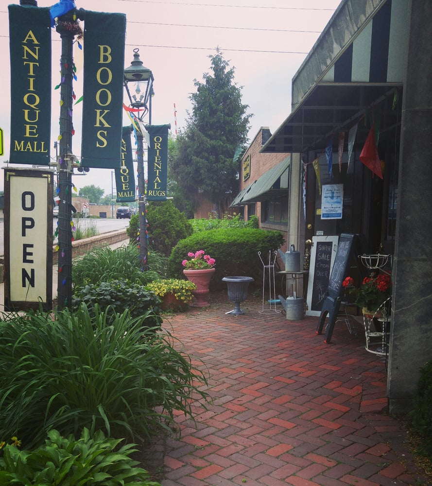 La Grange Park Antique Mall: 800 E 31st St, La Grange Park, IL