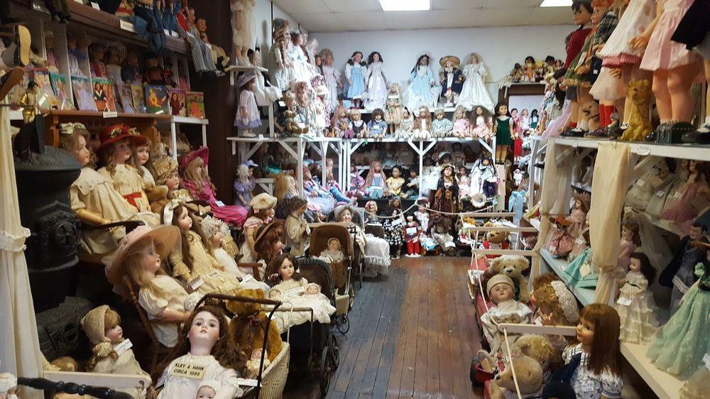 Yesterday's Children Antique Doll & Toy Museum: 1104 Washington St, Vicksburg, MS