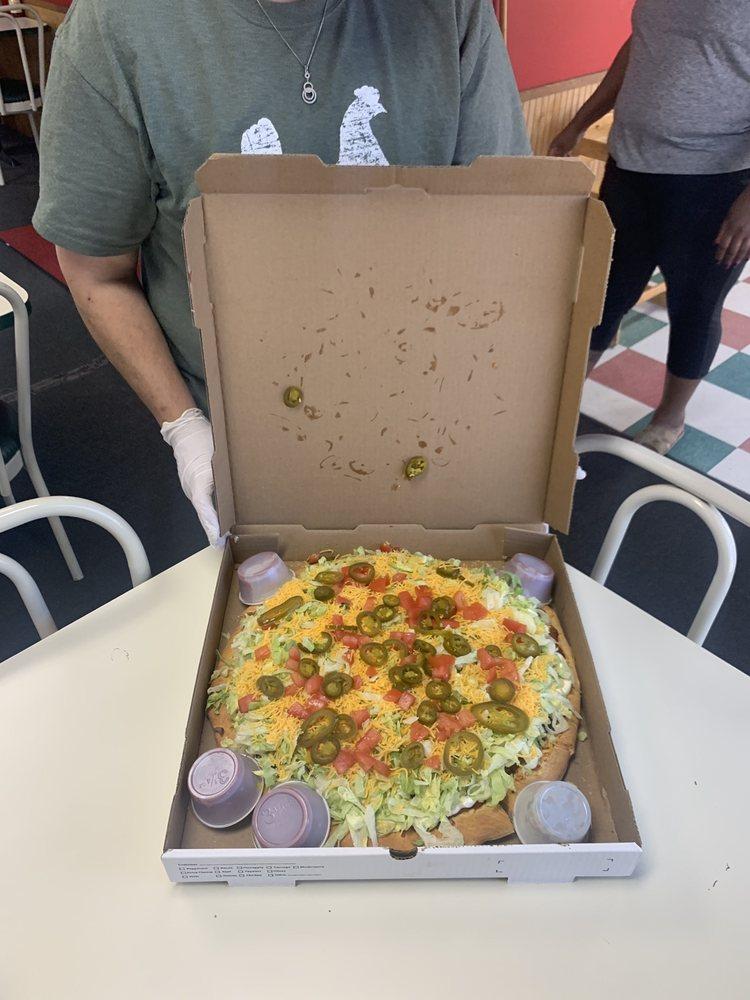 Sonny's Pizza: 802 Fourth St, Jonesville, LA