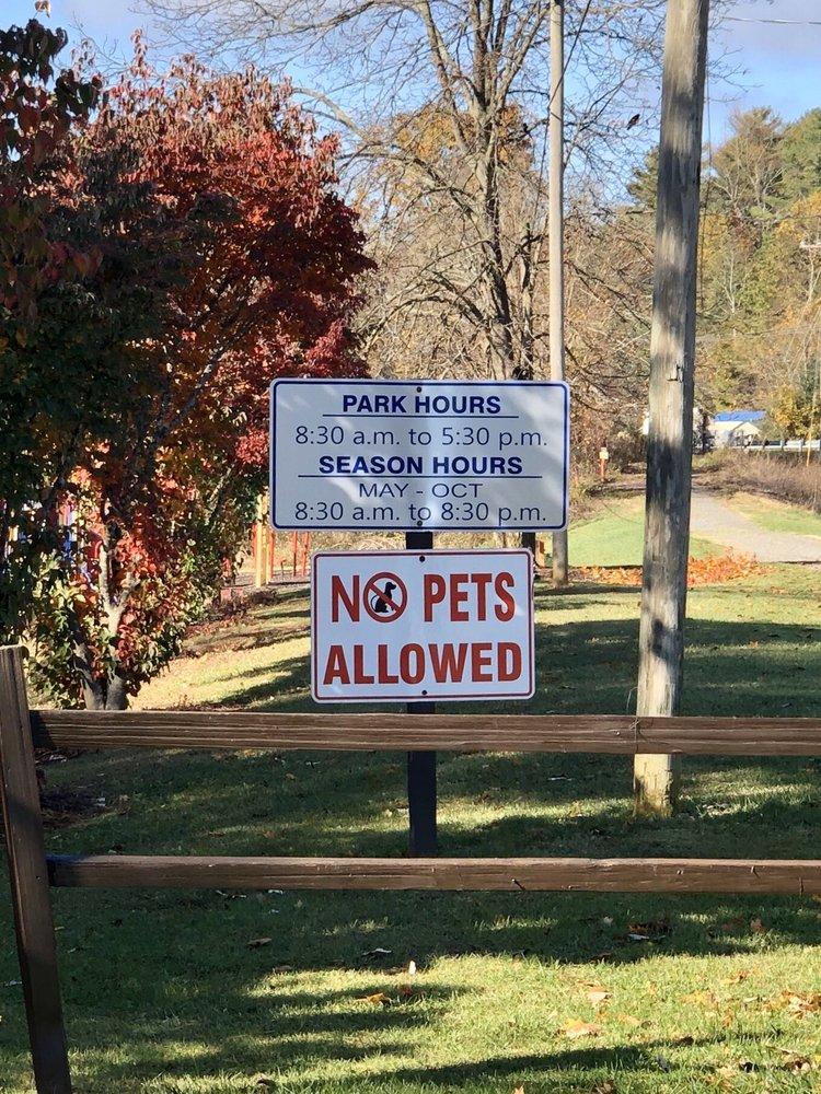 Carroll County Recreation Park: 129 Ballpark Dr, Hillsville, VA