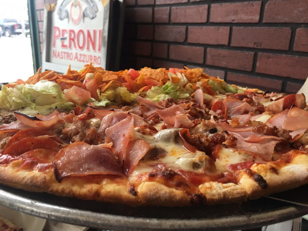 Reno's Italian Pizza: 130 N Broad, Carlinville, IL