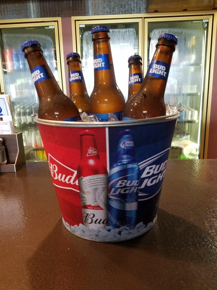 BW's Pub & Grill: 115 N 14th St, Ashland, NE