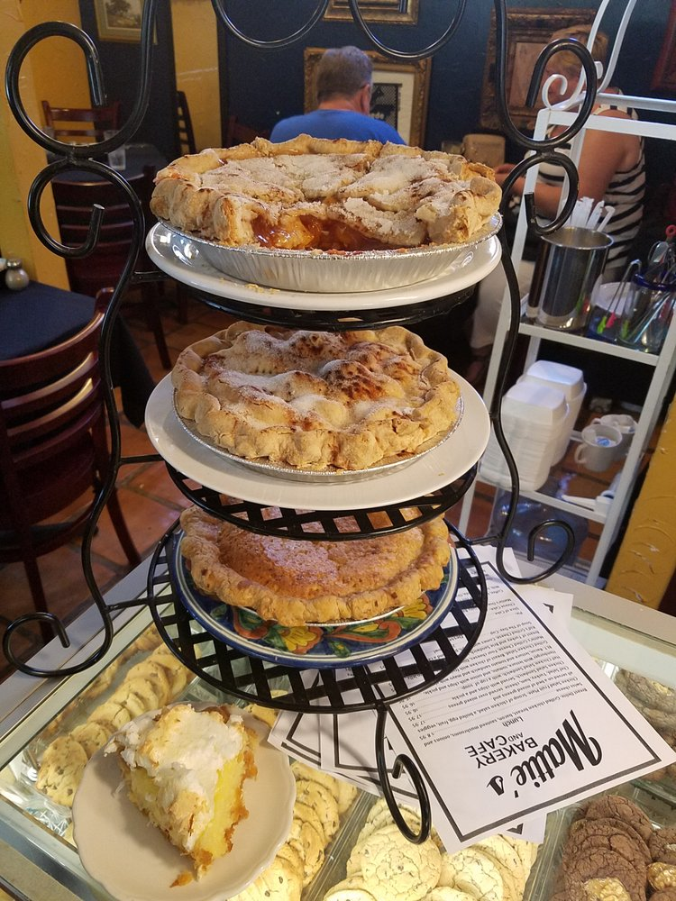 Mattie's Bakery and Cafe: 131 S Courthouse Sq, Goliad, TX