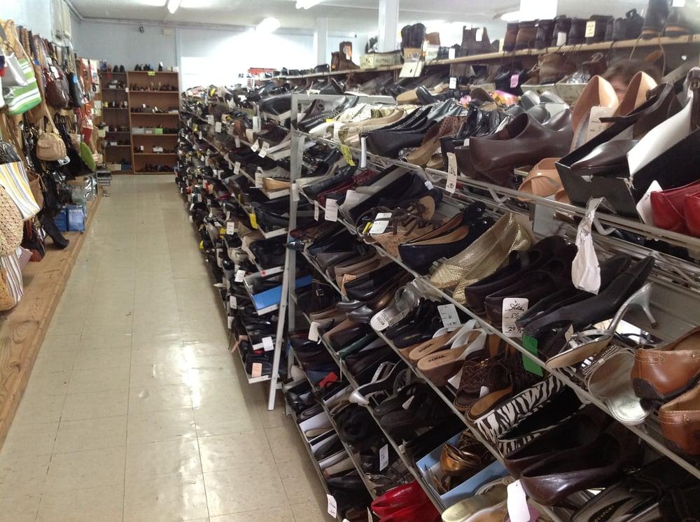 Morgan's Discount Store: 216 Mount Vernon Rd, Berea, KY