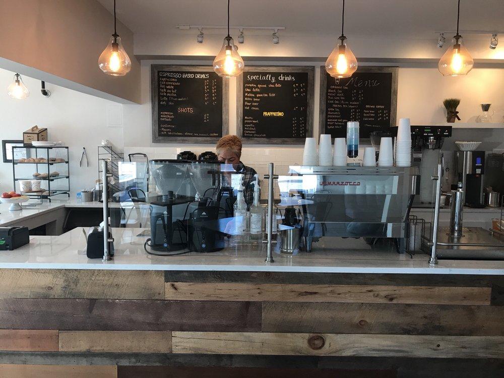Good Earth Coffee: 35 US Hwy 202, Far Hills, NJ