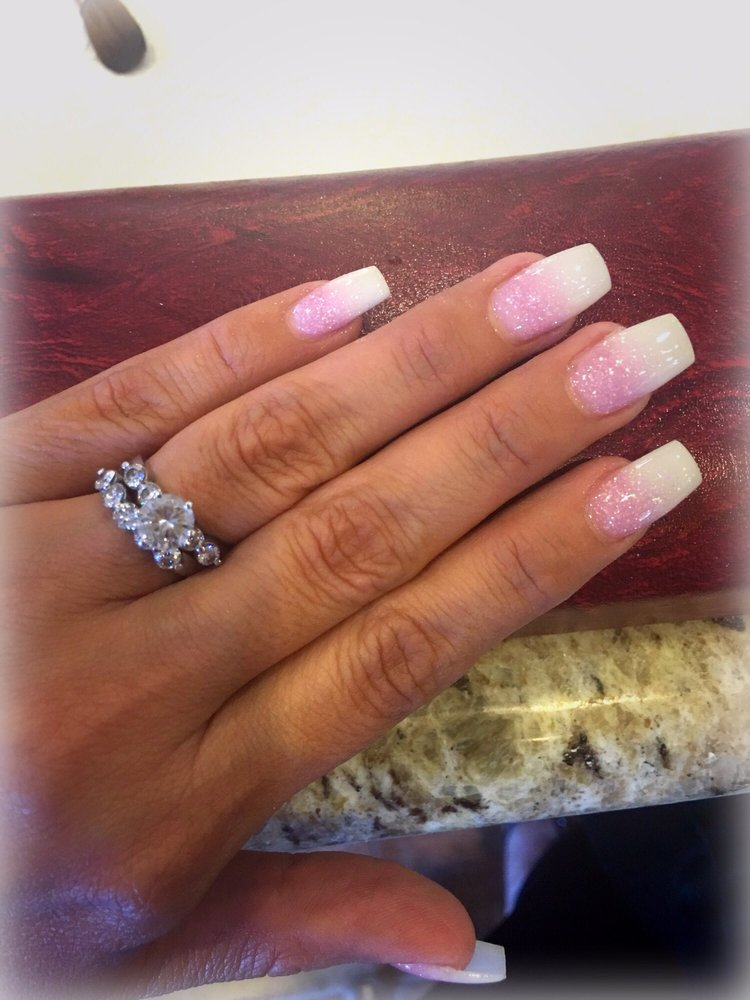 In LOVE Ombre pink n white glitter nails... Picture does NO justice ...