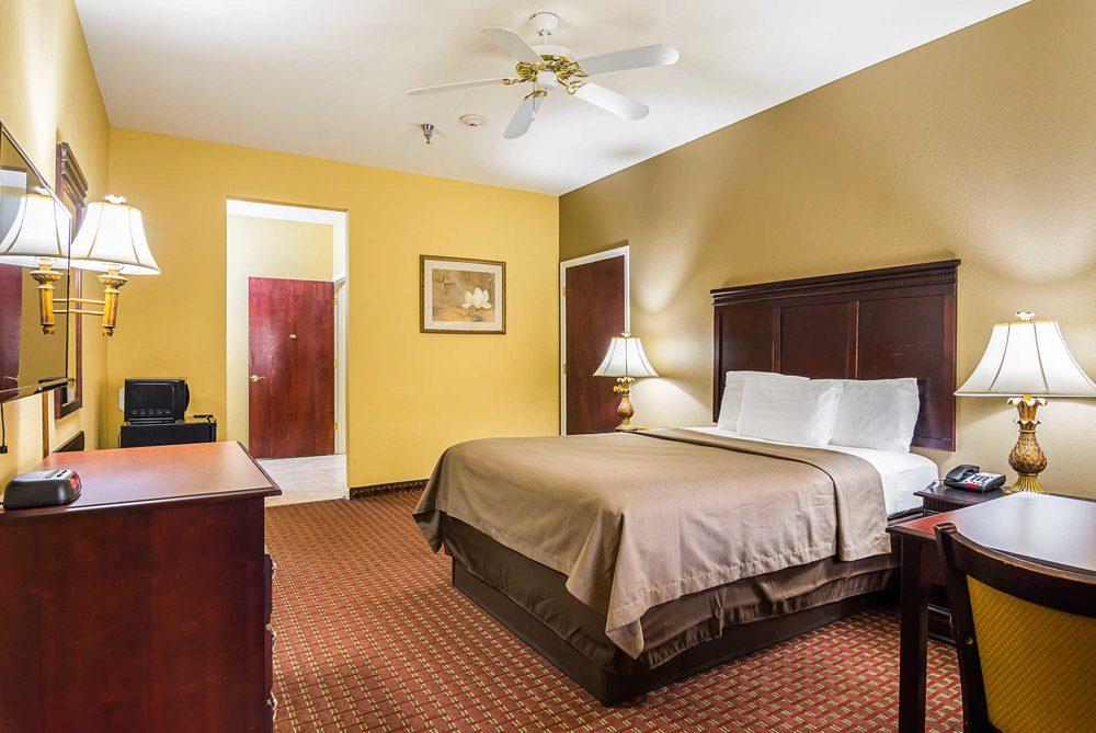 Econo Lodge Inn & Suites: 210 Office Park Dr, Bryant, AR