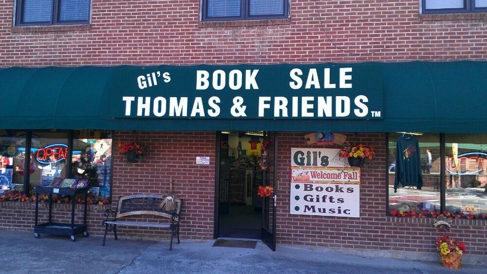 Gil's Book Sale: 196 Everett St, Bryson City, NC