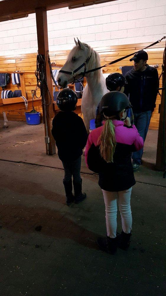 Bergen Equestrian Center: 40 Fort Lee Rd, Leonia, NJ