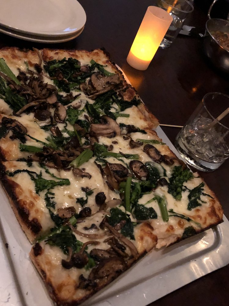Avenue Kitchen + Bar: 158 Boston Ave, Somerville, MA