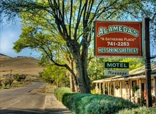 Alameda's Hot Springs Retreat: 308 N Spring St, Hot Springs, MT