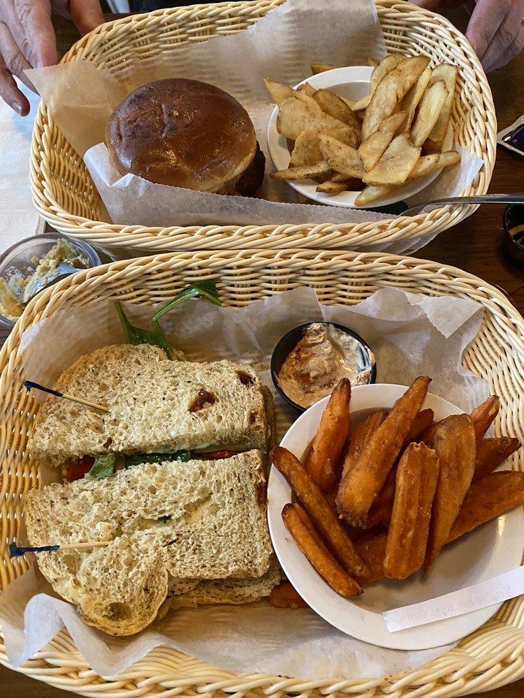 The River Nile Cafe: 1369 Headland Ave, Dothan, AL