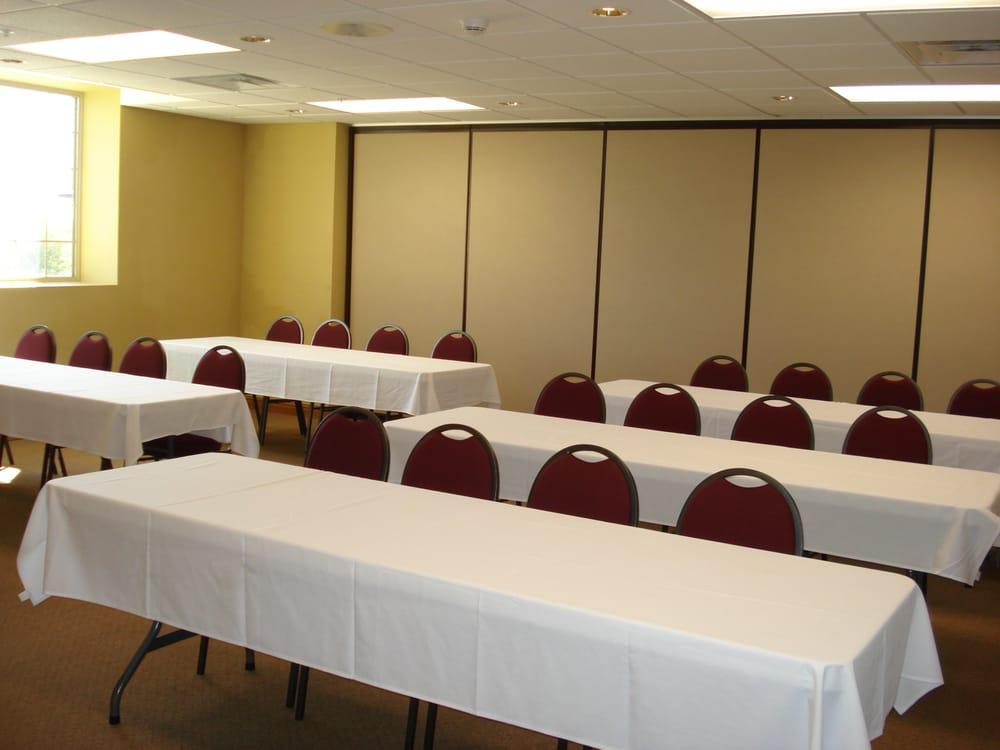 Deer Valley Lodge: 401 W Industrial Dr, Barneveld, WI