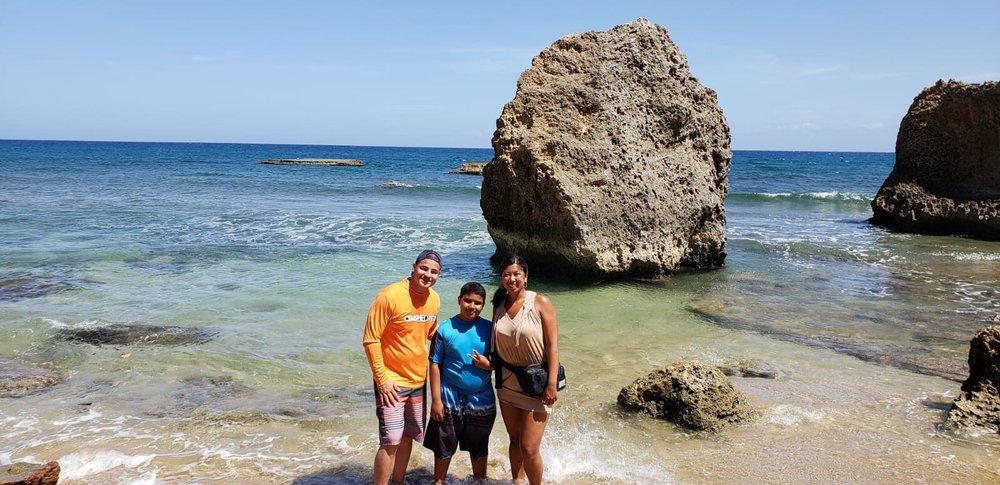 Survival Beach: Calle Cliff  6, Aguadilla, PR