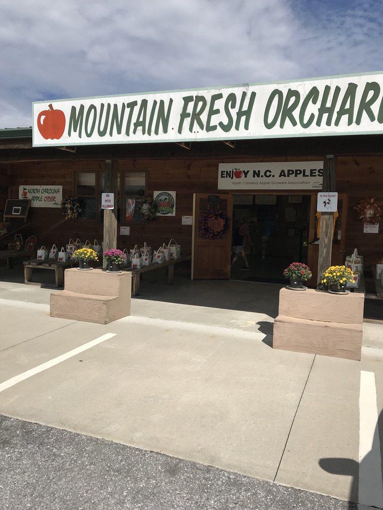 Mountain Fresh Orchard: 2887 Chimney Rock Rd, Hendersonville, NC