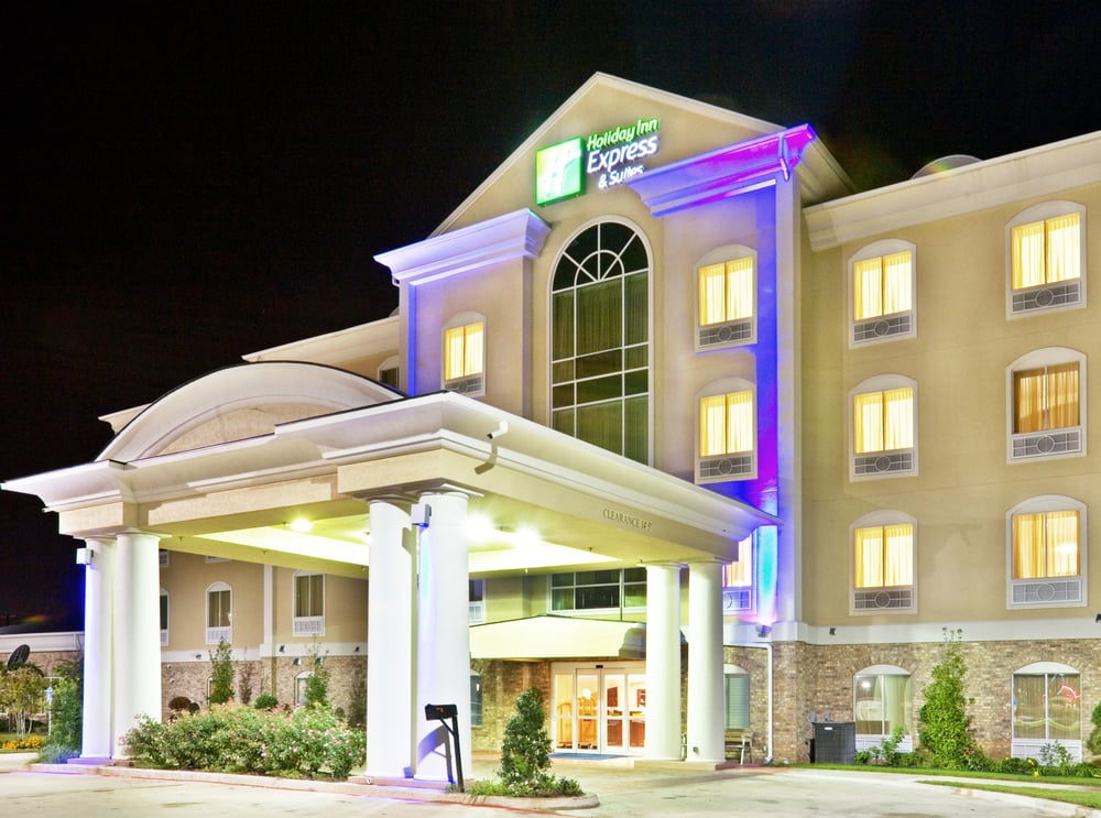 Holiday Inn Express & Suites Denison North-Lake Texoma: 715 N Point Look Out Dr, Denison, TX