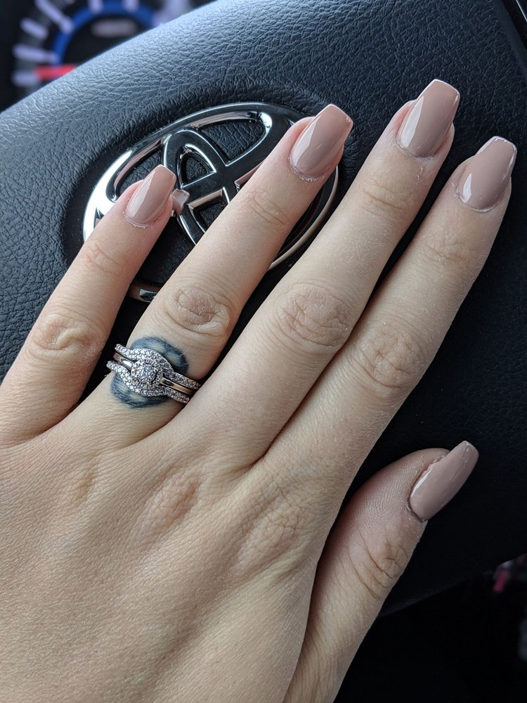 Daisy Nails & Spa: 519 Brentwood Rd, Denver, NC