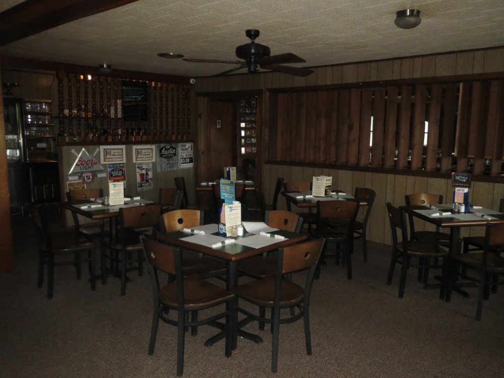 Kelly's Venture Inn: 3090 US Hwy 23 S, Rogers City, MI