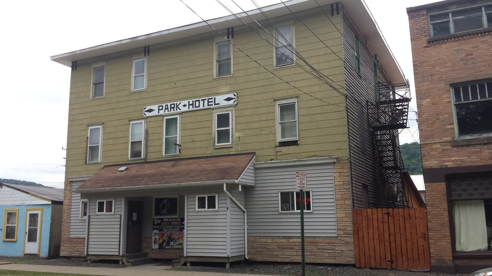 Park Hotel: 25 Pearl St, Port Allegany, PA
