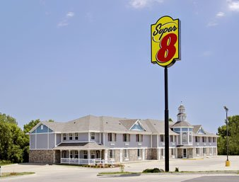 Super 8 by Wyndham Arkansas City KS: 3228 N. Summit, Arkansas City, KS