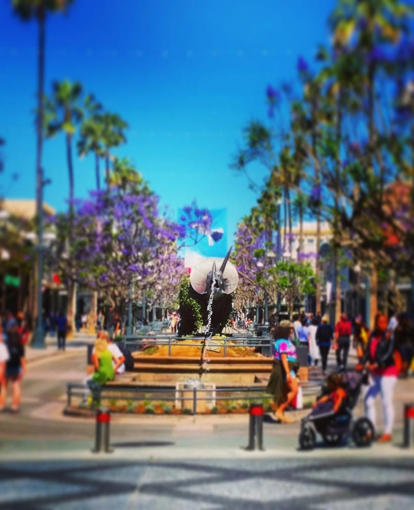 Third Street Promenade >> Third Street Promenade Where Dinosaurs Vomit Water Hehe Yelp