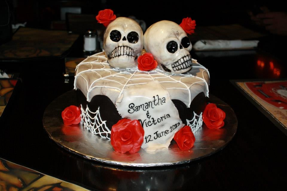 Our Dia De Los Muertos themed wedding cake; creepy skulls and all ...