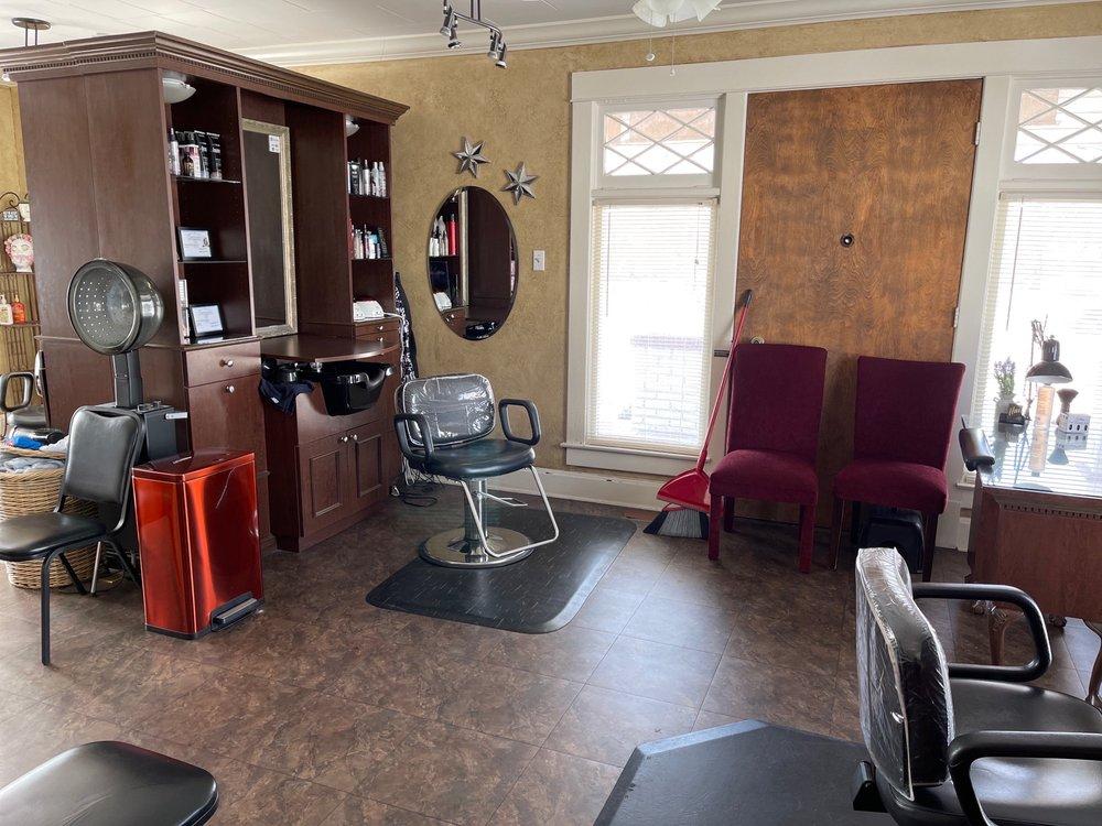 Headz Up Salon: 823 S Madison St, Webb City, MO