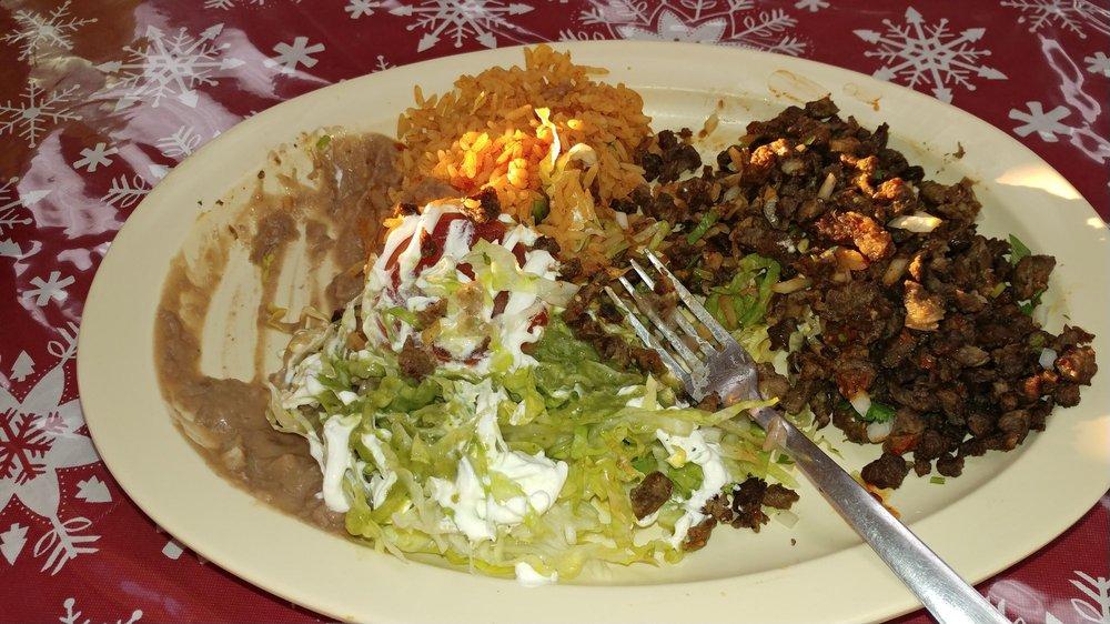 Tacos El Tapateo: 1203 E Fulton St, Garden City, KS