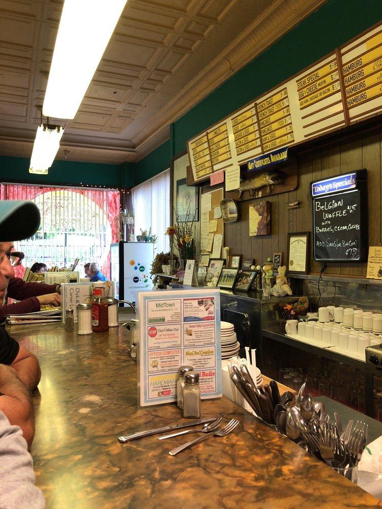 Corner Lunch: 50 Summer St, Adams, MA