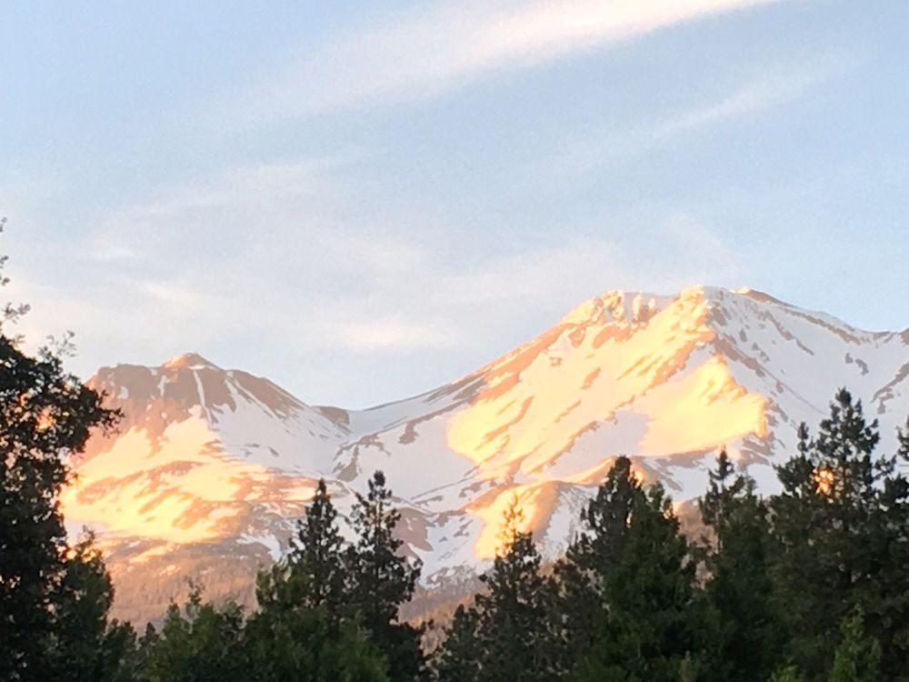 Shasta MountInn Retreat & Spa: 203 Birch St, Mount Shasta, CA