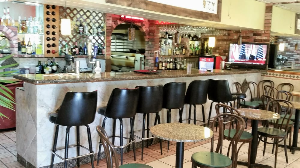 Peppino S Italian Restaurant: Bar Area Where The Lunch Buffet Resides
