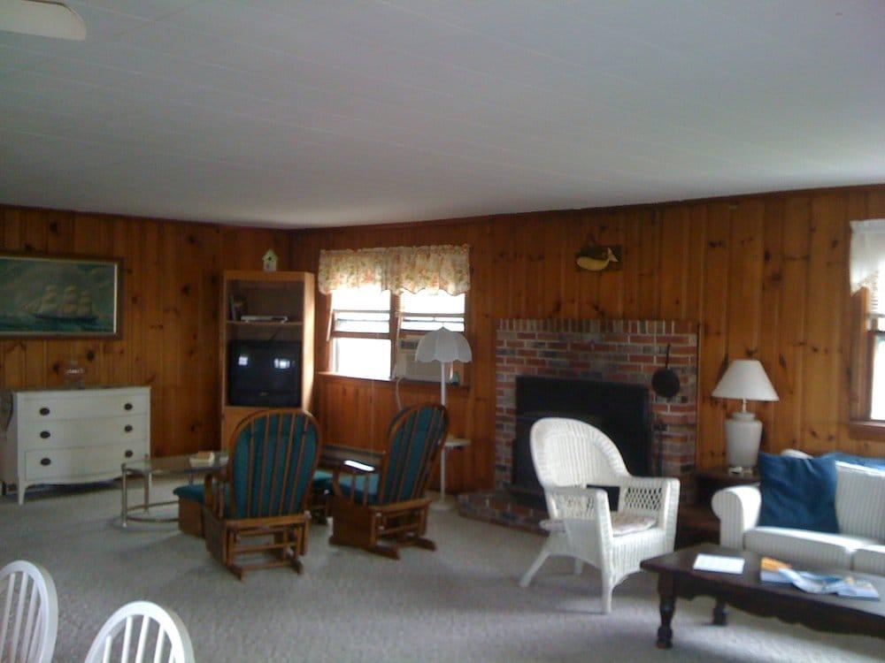 White Whale Motel: 20 W 7th St, Barnegat Light, NJ