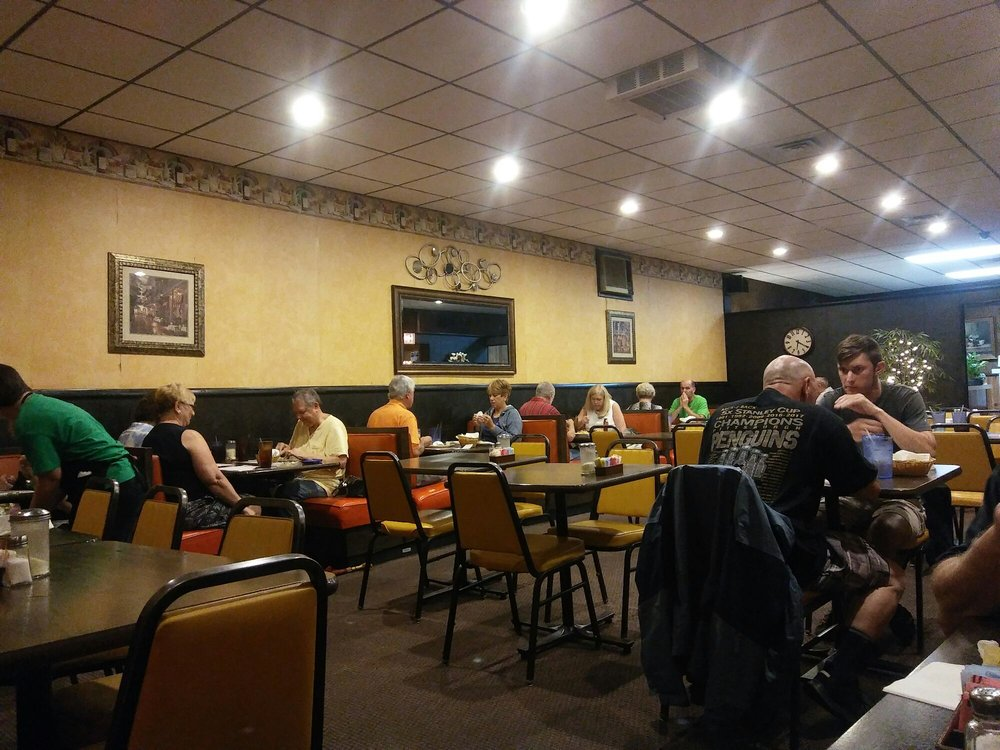 Carlyn's Restaurant: 506 15th St, Windber, PA