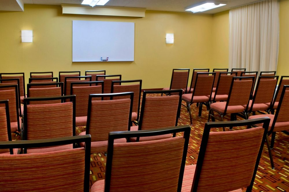 Courtyard by Marriott Lincroft Red Bank: 245 Half Mile Rd, Red Bank, NJ