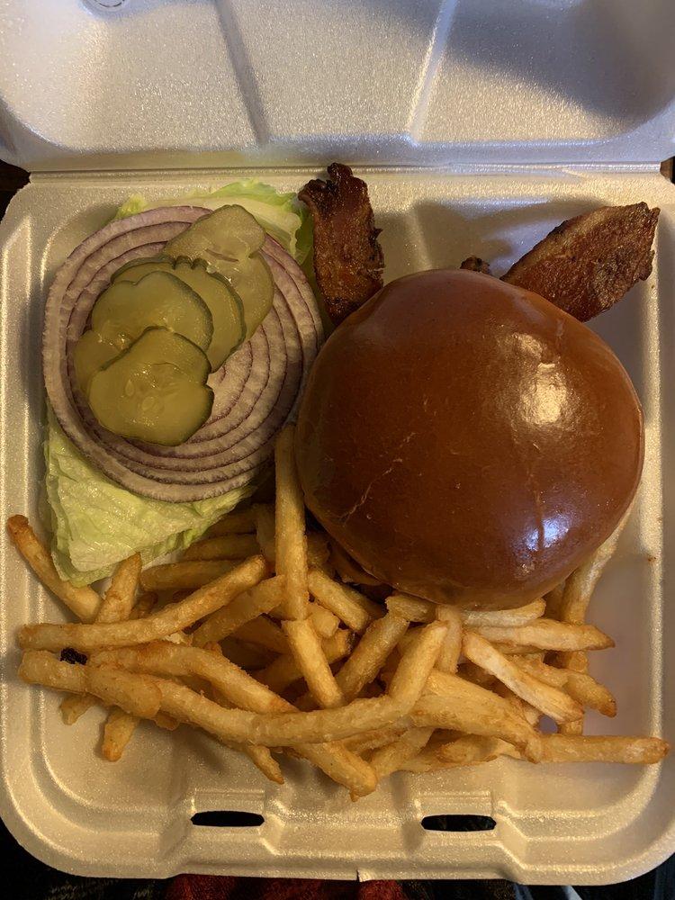 Crestline Cafe: 23943 Lake Dr, Crestline, CA