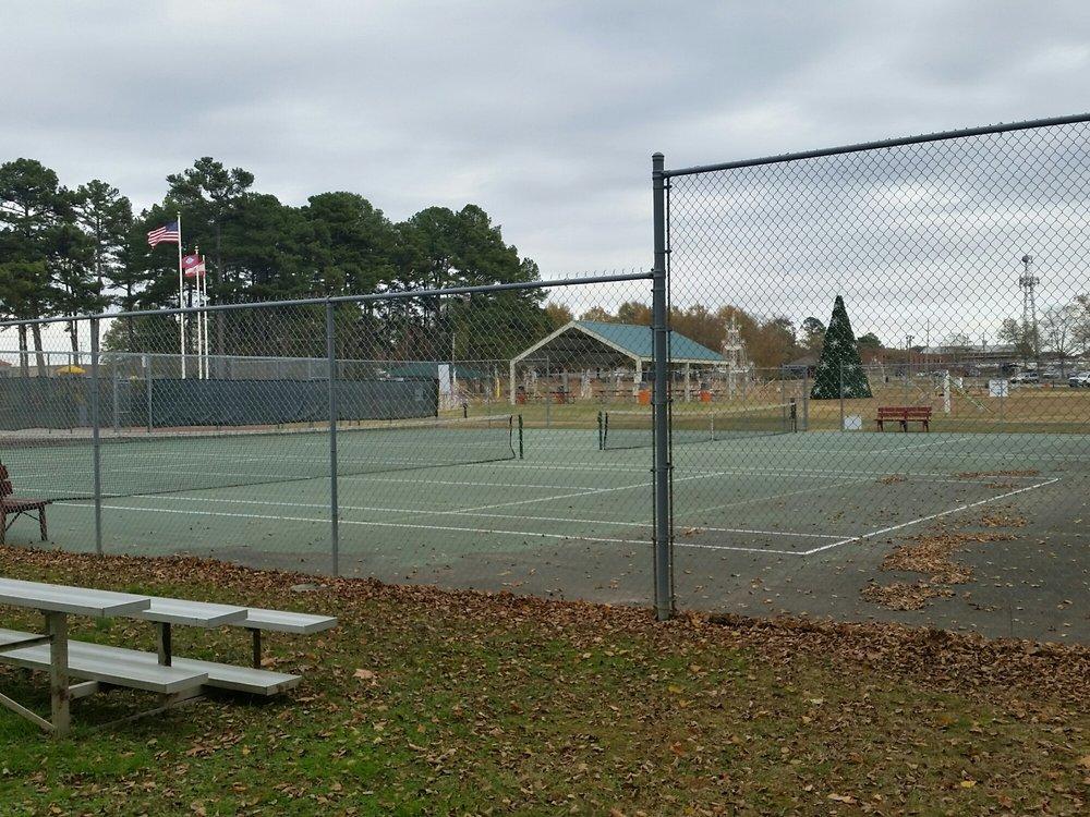 Berryhill Park: E Race Ave, Searcy, AR