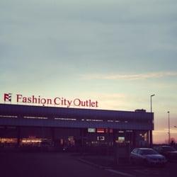 Fashion City Outlet - Kaufhaus - Via Po 12, San Giuliano ...